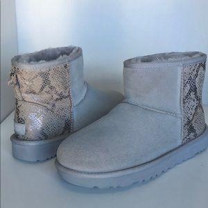 💝New Ugg Mini Metallic Snake Suede Boots sz 11 🎁